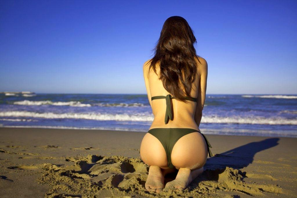 sexo en la playa chica